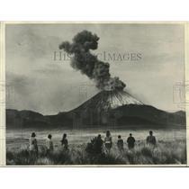 1931 Press Photo eruption of Mount Ngauruhoe in Napier, New Zealand - lrz00885