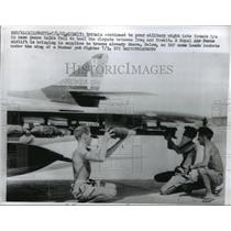1961 Press Photo Royal Air Force crew load rockets into a Hunter Jet Fighter