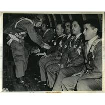1943 Press Photo Latin American newsmen aboard plane to watch paratroopers