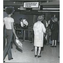 1972 Press Photo Airline passengers searched at Birmingham Municipal airport