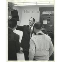 1964 Press Photo People inside the Birmingham Municipal Control Tower at Airport