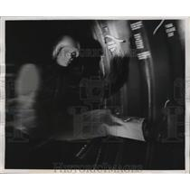 1956 Press Photo Air force's Mallan in zero G state of weightlessness on plane