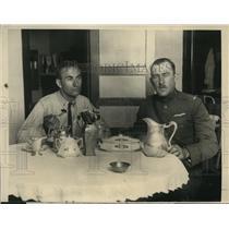 1923 Press Photo Lt RJ Maughan & Lt Edwin Johnson for cross counr=try flight