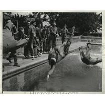 1939 Press Photo U.S. Army air cadets take a dip at the pool before having lunch