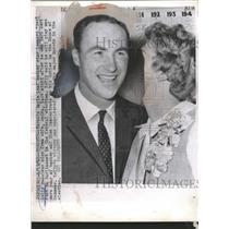 1962 Press Photo Leonard Red kelly Hockey Maple Leaf - RRQ19541