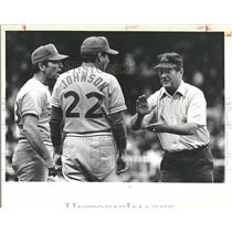 1978 Press Photo Umpire Johnson Busby Protest Seattle - RRQ22925