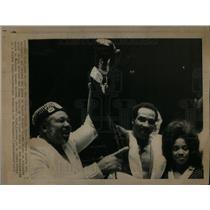 1973 Press Photo Archie Moore Kannie Shave Madison - DFPD51847