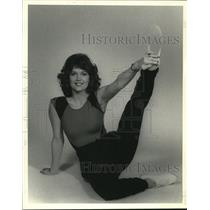 1986 Press Photo Susan Goodman shows how she stretches - nob20493