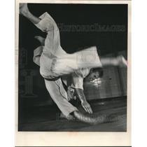1955 Press Photo Norman Miller, Howard Fish Jr., warming up for AAU tournament.