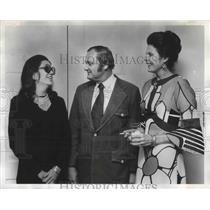 1972 Press Photo Former Birmingham, Alabama Resident Visits Friends - abna37318
