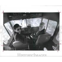 1992 Press Photo Salvatore Manzo & Pilot John Moran in Goodyear blimp, Houston