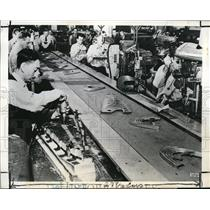 1941 Press Photo Glenn L. Martin Company workers assembling the airplane parts
