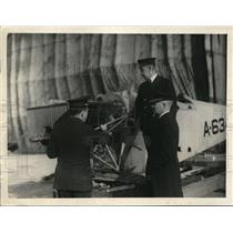 1932 Press Photo Adm. Moffett and 2 others inspect the Wright airplane motor