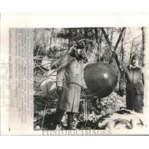 1959 Press Photo Goodyear's flying gondola carrying classified equipment guarded