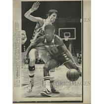 1975 Press Photo Kevin Porter Doug Collins - RRQ48981