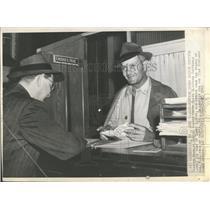 1945 Press Photo Trainer Charlie Gentry Clerk Clifford Huffnagle Darby Dieppe