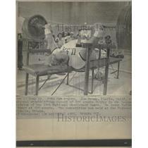 1975 Press Photo Jon Brown Weightlifting Bench Press - RRQ30465