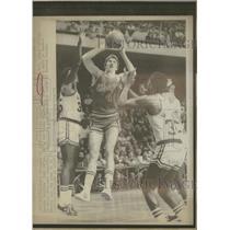 1976 Press Photo Chicago Bulls Eric Fernsten Boston - RRQ29243