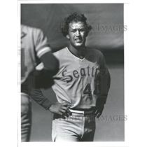 1978 Press Photo John Hale Getting Ready For Game On Field For Seattle Mariners