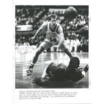 1988 Press Photo Boston Danny Ainge Isiah Thomas NBA - RRQ39253
