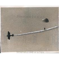 1952 Press Photo Air Carnival in Birmingham, Alabama, Parachute Jump - abna30172