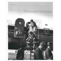 Press Photo Lisa Taylor Wallace with Others on George Wallace Campaign on Plane