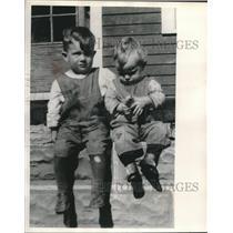 1926 Press Photo Astronaut Donald (left), 2, and Howard (1) Slayton - mjc04877