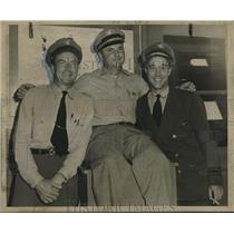 1951 Press Photo Constellation Captain J.G. Enos & crew land safely at Moisant