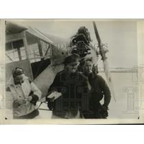 1930 Press Photo Bremen Crew, Colonel James Fitzmaurice reaches civilization