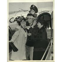 1943 Press Photo Capt. Armand Monteverde greeted by family after ice mishap