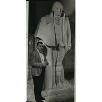 1940 Press Photo Sculpture Jeff Greer and model statue of George Washington.