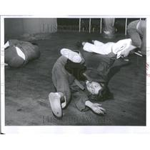 1963 Press Photo Judo matronly Gaul tumbling student - RRV98635