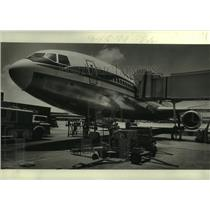 1979 Press Photo A DC-10 Jet airliner is refueled at New Orleans Airport