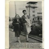 1962 Press Photo Mrs. Hart, left, & navigator fly Bonanza plane across Atlantic