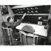 1965 Press Photo Sgt. Everett Dunn mans the Radio Operators Console - nem65681