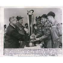 1955 Press Photo George Fouch congratulates trans-continental speed champions