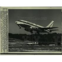 1967 Press Photo The Boeing 737-200 takes off on its maiden flight in Seattle