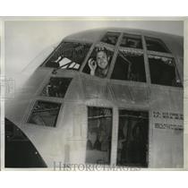 1958 Press Photo Captain Alonzo Huff shown in the  Lockheed Hercules transport