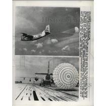 1962 Press Photo C-123  assault transport plane tests the use of a chute