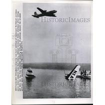 1952 Press Photo Northeast Airlines plane sinks while another takes off into fog