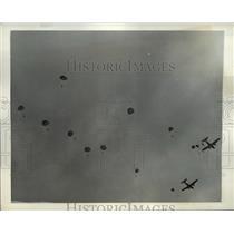 1941 Press Photo American Marine Parachute Troops drop over Virginia Airfield