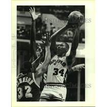 1986 Press Photo The San Antonio Spurs and Los Angeles Lakers play basketball