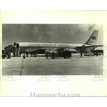 1985 Press Photo George Bush arrives on Air Force One at Moisant Airport