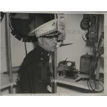 1933 Press Photo Chester Fordney prepares Gondola for T. G. W. Settle's flight