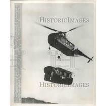 1951 Press Photo American Marine Helicopter carry another wrecked helicopter