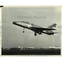 1956 Press Photo North American new F-100D aircraft makes its first flight