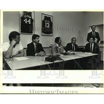 1988 Press Photo Wayne Witt at a San Antonio Spurs basketball press conferene