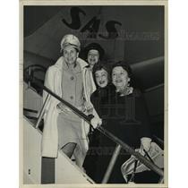 1963 Press Photo New York women board Scandinavian Airline for trip to Europe