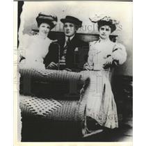 1900 Press Photo Alys Warfield Simpson Mother - RRX87043