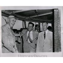 19547 Press Photo Ramon Magsaysay Adm WK Phillips chats - RRX67103